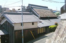 佐井寺に残る茅葺の民家
