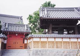 法泉寺薬医門と鐘楼