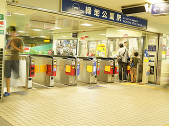 北大阪急行 緑地公園ポスター掲示例