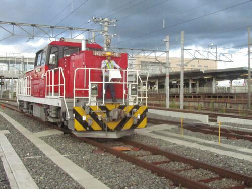 ブレーキもエネルギーへと変換できるハイブリッド機関車